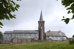 Vecchia chiesa cattolica nel Belgio fotografie stock