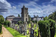 Vecchia chiesa in cimitero scozzese immagine stock libera da diritti