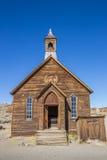 Vecchia chiesa in città fantasma abbandonata Bodie Fotografia Stock