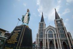 Vecchia chiesa della statua di vergine Maria e di Roman Catholic Christianity immagine stock libera da diritti