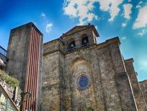 Vecchia chiesa nel villaggio San Sebastian di Pasajes Fotografia Stock