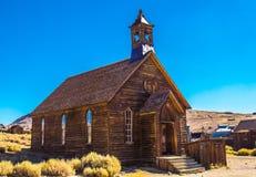 Vecchia chiesa nella città fantasma di California fotografia stock