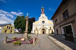 Vecchia chiesa nella polizia nad Metuji, repubblica Ceca Immagini Stock