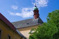 Vecchia chiesa nella polizia nad Metuji, repubblica Ceca Fotografie Stock Libere da Diritti