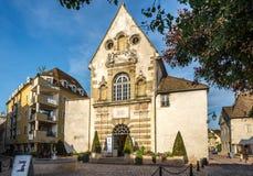 Vecchia chiesa nelle vie di Beaune Fotografia Stock