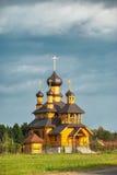 Vecchia chiesa ortodossa di legno Immagini Stock