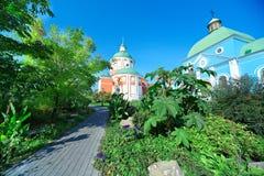 Vecchia chiesa ortodossa un giorno di estate Fotografie Stock Libere da Diritti