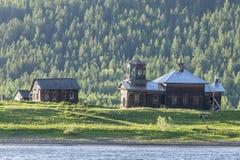 Vecchia chiesa in Russia Fiume Lena Fotografia Stock