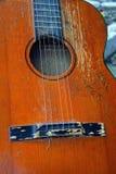 Vecchia chitarra acustica Immagine Stock Libera da Diritti
