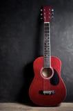 Vecchia chitarra acustica Immagine Stock