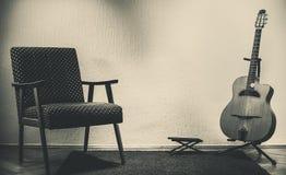 Vecchia chitarra zingaresca immagini stock libere da diritti