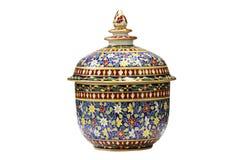 Vecchia ciotola di ceramica tailandese isolata Immagini Stock Libere da Diritti