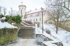 Vecchia città alla Lettonia, orario invernale con neve Fotografia Stock Libera da Diritti