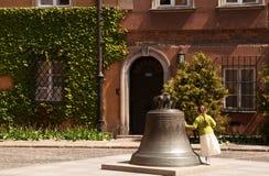 Vecchia Città-campana di Varsavia nel quadrato di Kanonia Immagini Stock Libere da Diritti