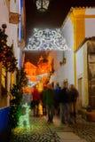 Vecchia città, con le decorazioni di Natale, Obidos Fotografia Stock Libera da Diritti