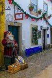 Vecchia città, con le decorazioni di Natale, Obidos Fotografia Stock