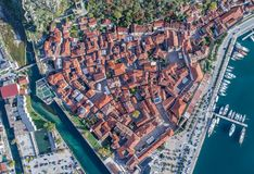 Vecchia città della vista aerea di Cattaro Immagine Stock