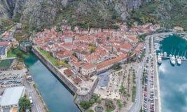 Vecchia città della vista di Cattaro da sopra Fotografia Stock Libera da Diritti