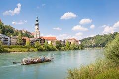 Vecchia città di Burghausen con Salzach, Baviera, Germania Fotografia Stock