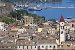 Vecchia città di Corfù con porto immagine stock