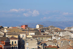 Vecchia città di Corfù di paesaggio urbano delle costruzioni Fotografia Stock