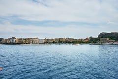 Vecchia città di Corfù sulla costa dell'isola di Corfù nel Se ionico fotografia stock libera da diritti