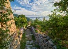 Vecchia città di Gornja Lastva vicino a Teodo, Montenegro immagini stock