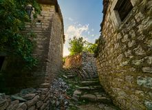 Vecchia città di Gornja Lastva vicino a Teodo, Montenegro immagine stock libera da diritti