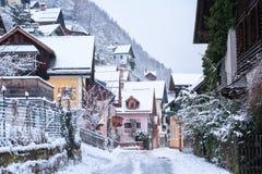 Vecchia città di Hallstatt, montagne delle alpi, Austria, nell'inverno Immagine Stock Libera da Diritti