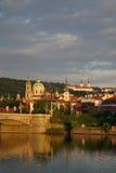 Vecchia città di Praga all'indicatore luminoso di mattina Fotografie Stock