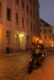 Vecchia città di Riga alla notte Fotografia Stock