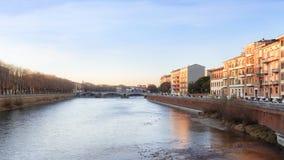 Vecchia città di Verona, vista sul fiume fotografia stock