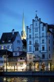 Vecchia città di Zurigo alla notte Fotografia Stock Libera da Diritti
