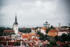 Vecchia città in Estonia da un punto di vista immagine stock libera da diritti