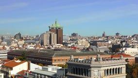 Vecchia città europea di panorama un giorno soleggiato archivi video