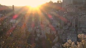 Vecchia città famosa Sorano del tufo stock footage