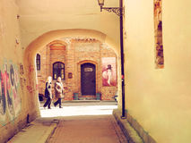 Vecchia città, passaggio alla galleria Fotografia Stock