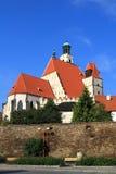 Vecchia città storica Prachatice - chuch Immagine Stock