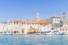 Vecchia città Traù, Croazia - 19 luglio 2017 Immagini Stock Libere da Diritti