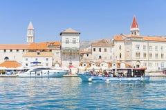 Vecchia città Traù, Croazia - 19 luglio 2017 Fotografie Stock