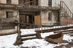 Vecchia costruzione abbandonata alloggio del campo di salute del ` s dei bambini Fotografia Stock