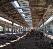Vecchia costruzione abbandonata della fabbrica. fotografia stock libera da diritti