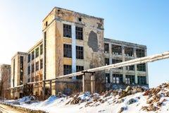 Vecchia costruzione abbandonata e distrutta immagini stock
