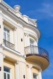 Vecchia costruzione con il balcone Fotografie Stock Libere da Diritti