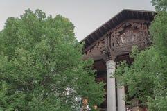 Vecchia costruzione con le colonne Fotografia Stock