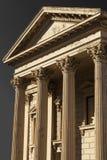 Vecchia costruzione con le colonne del Corinthian Fotografie Stock