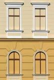 Vecchia costruzione con le finestre immagine stock