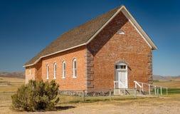 Vecchia costruzione del quadrato classico del mattone nell'Idaho rurale sull'aereo fotografie stock libere da diritti