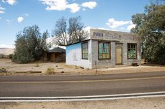 Vecchia costruzione dell'ufficio postale fotografia stock libera da diritti