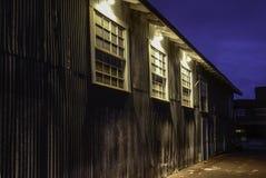 Vecchia costruzione della ferrovia alla notte Immagini Stock